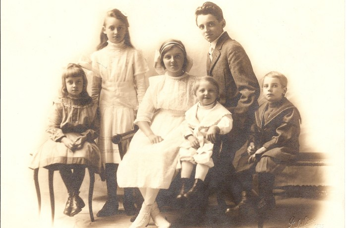 1915-2nd Generation-Caecilia-Anne-Bertha-Eddie-Louis II-Joe
